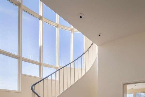 Sweeping circular staircase