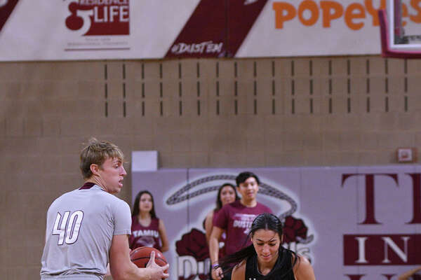 The Texas A&M International Men's and Women's Basketball teams kicked off the 2019-2020 season during the Maroon Madness event held at TAMIU.
