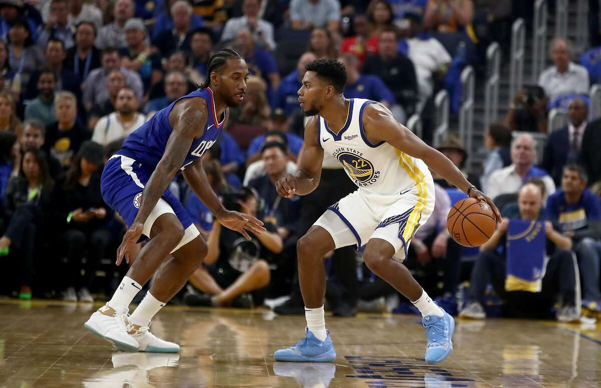SAN FRANCISCO, CALIFORNIA - OCTOBER 24: Glenn Robinson III #22 of the Golden State Warriors is guarded by Kawhi Leonard #2 of the LA Clippers at Chase Center on October 24, 2019 in San Francisco, California. NOTE TO USER: User expressly acknowledges and agrees that, by downloading and or using this photograph, User is consenting to the terms and conditions of the Getty Images License Agreement. (Photo by Ezra Shaw/Getty Images)