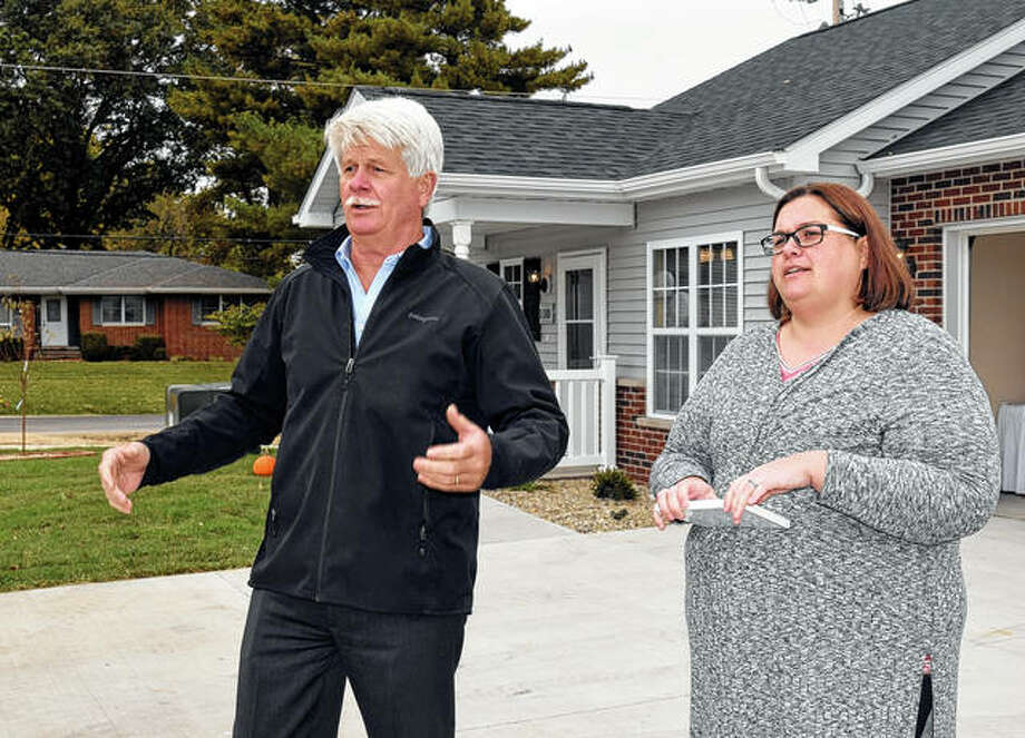 Windsor Homes owner Mike Niehaus (left), and Debra Walters, the executive director of the Morgan County Housing Authority, prepare to officially open the Prairie Estates housing development Thursday. Photo: Samantha McDaniel-Ogletree | Journal-Courier