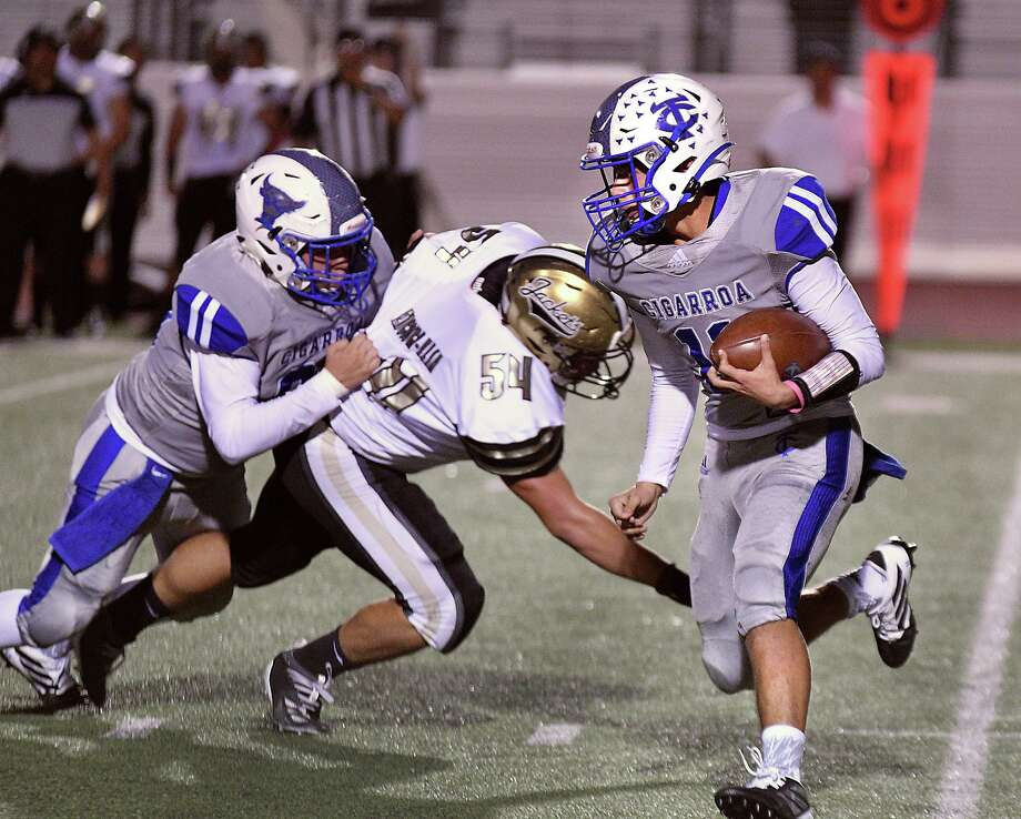 Quarterback Hector Solis and the Toros hit the road Friday to play Pioneer in a 7:30 p.m. matchup. Photo: Cuate Santos /Laredo Morning Times File / Laredo Morning Times