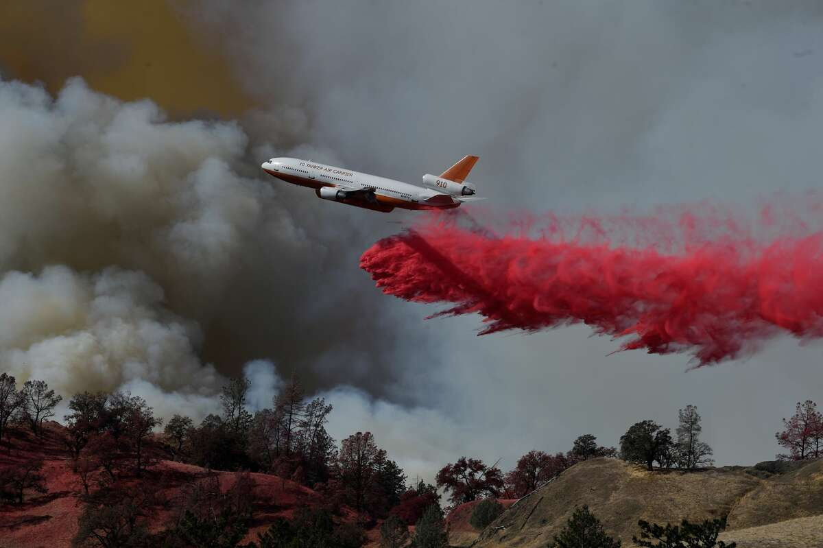 A fire fighting aircraft intervene in a fire broke out at Geyserville town in Sonoma County, California, United States on October 25, 2019. Authorities have ordered residents of a small town in the state of California's wine country to evacuate as strong winds fuel roaring wildfires in the north of the U.S.'s most populous state.