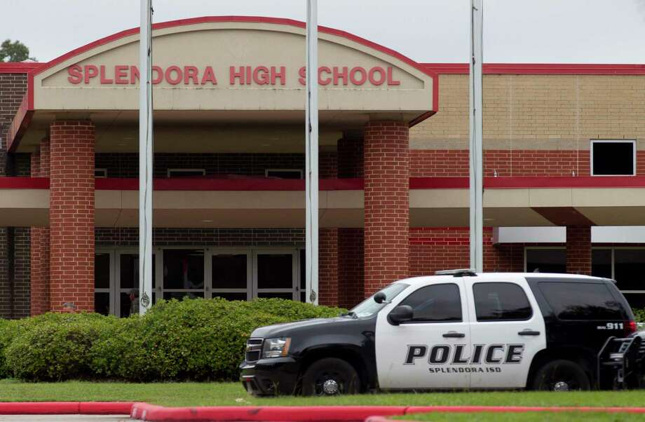 Law enforcement respond to a threatening email that was sent to an administrator Splendora High School that forced the district to put the school on lockdown, Friday, Oct. 25, 2019, in Splendora. Photo: Jason Fochtman, Houston Chronicle / Staff Photographer / Houston Chronicle