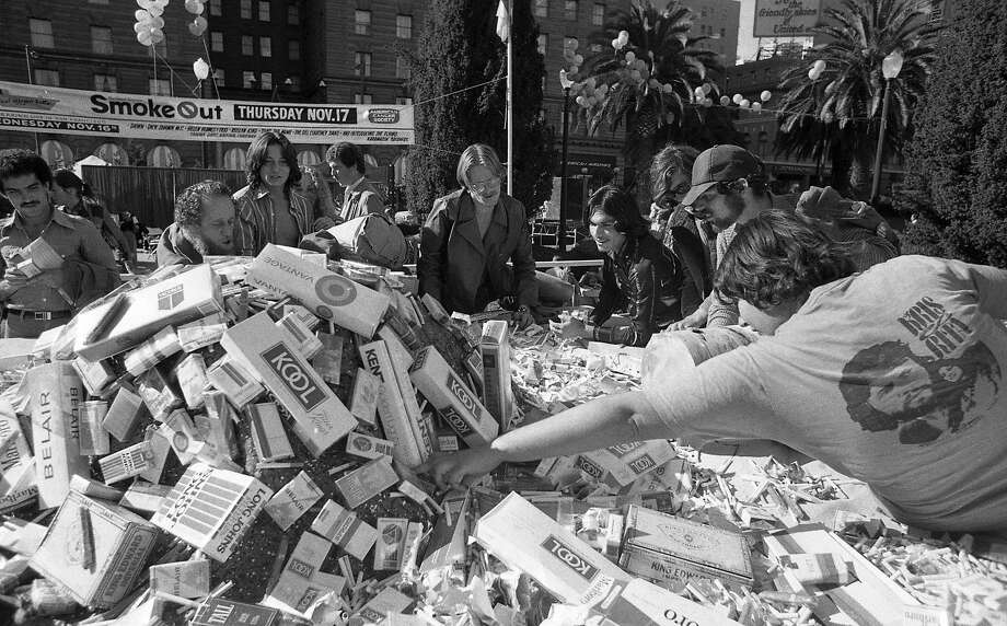 Some see the big pile of cigarettes at the Great American Smokeout as an opportunity to stock up on Nov. 16, 1977. Photo: Terry Schmitt / The Chronicle 1977