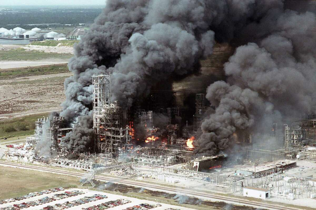 Explosion at Phillips Petroleum Co. plant in Pasadena, Oct. 23, 1989.