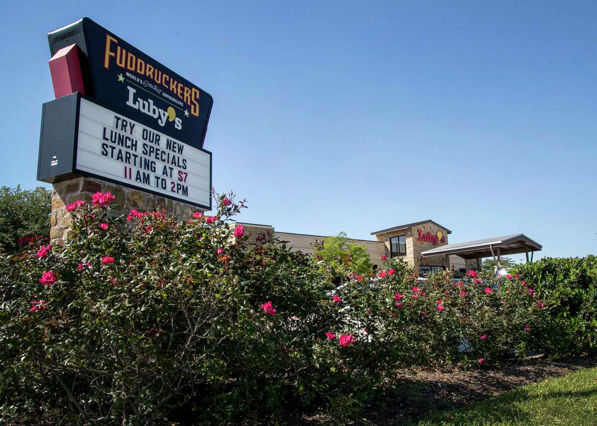 A Luby's location in Pearland is seen, Monday, April 23, 2018, in Pearland. Luby's plans to offer more discounts at its cafeteria-style restaurants to boost customer loyalty amid falling sales. ( Jon Shapley / Houston Chronicle )