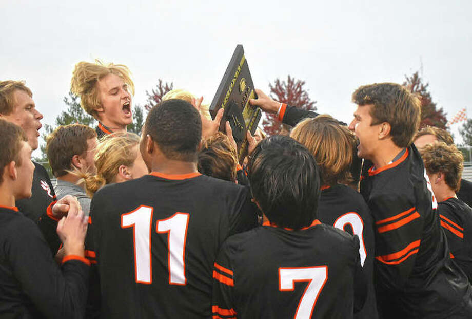 The Edwardsville Tigers celebrate after defeating the Alton Redbirds on Friday to win the Class 3A Edwardsville Regional championship. Photo: Matt Kamp|The Intelligencer