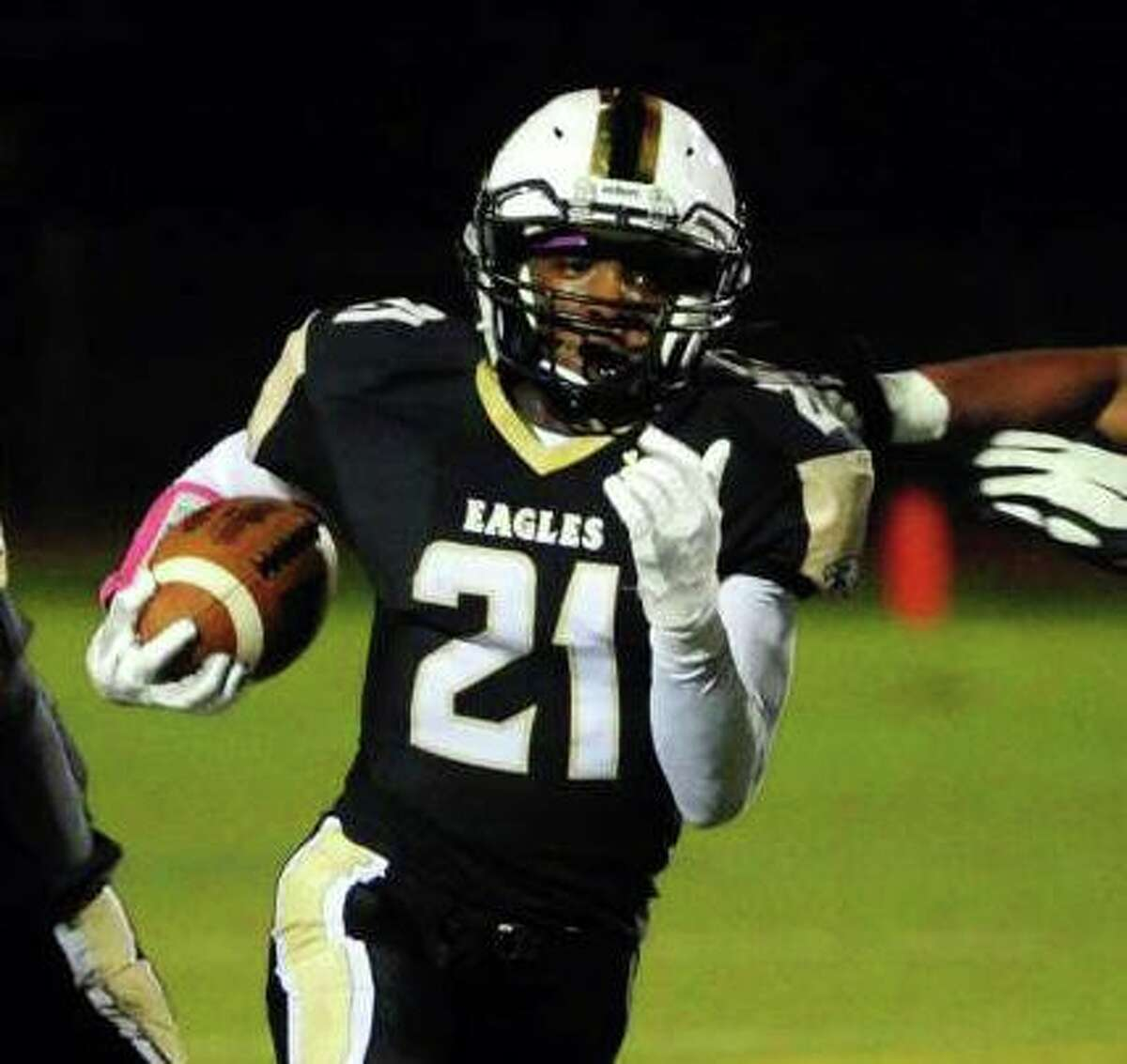 Mileeq Green finds space to run on Friday night.