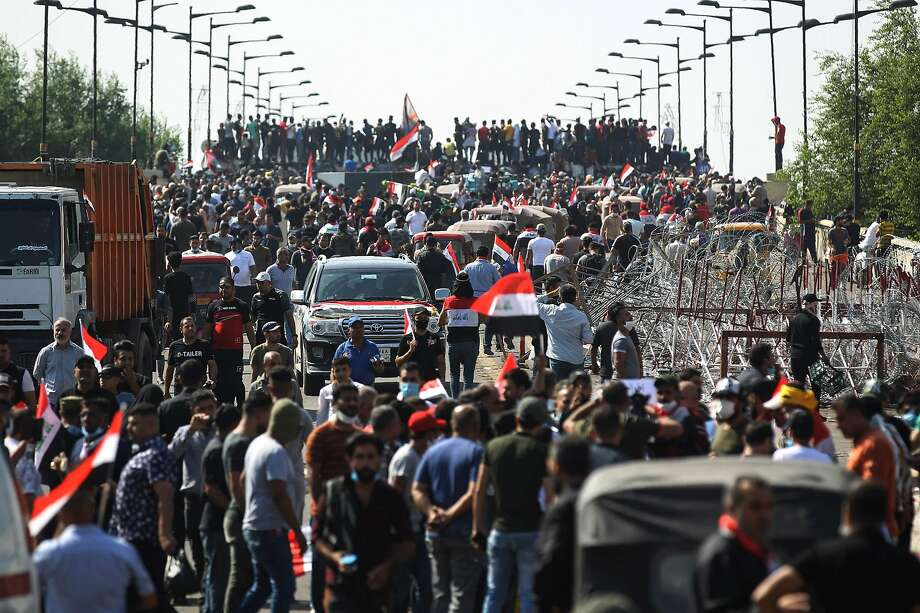 Anti-government demonstrators gather on Al-Jumhuriyah Bridge leading into the heavily fortified Green Zone, which houses government offices and foreign embassies in Baghdad. Photo: AFP / Getty Images