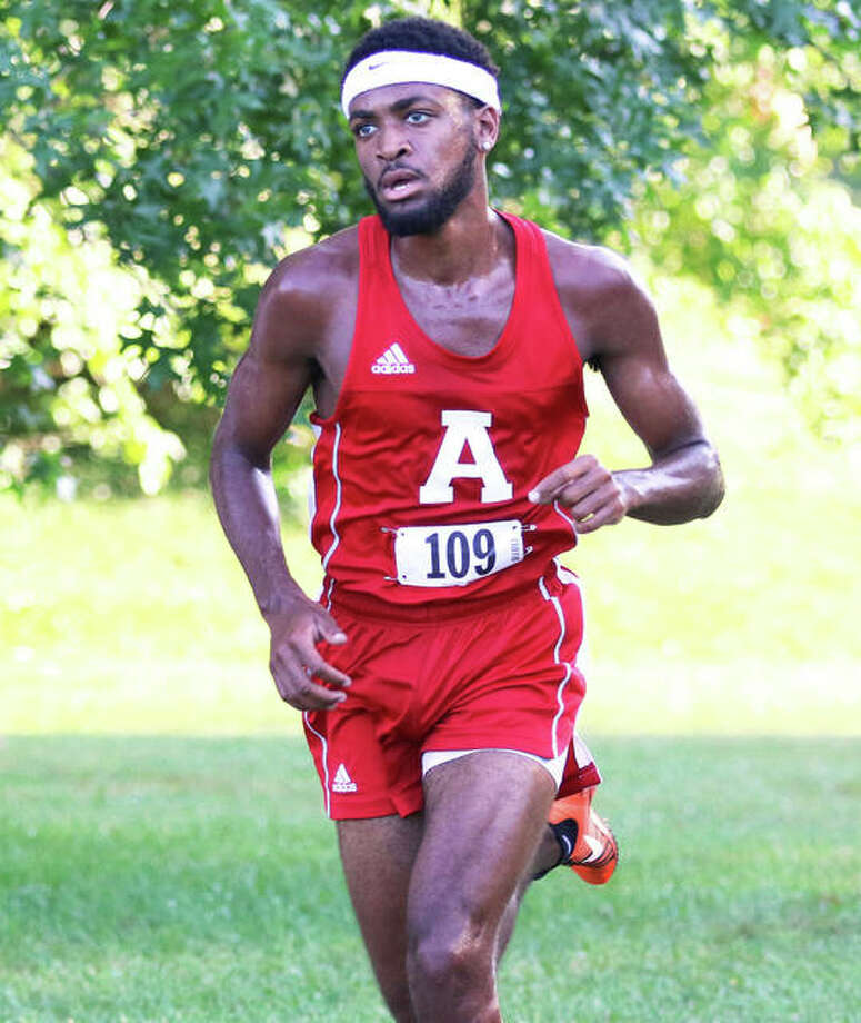 Alton senior Cassius Havis advanced to the sectional next weekend in Normal with a fourth-place finish Saturday at the Quincy Class 3A Regional. Photo: Greg Shashack | The Telegraph