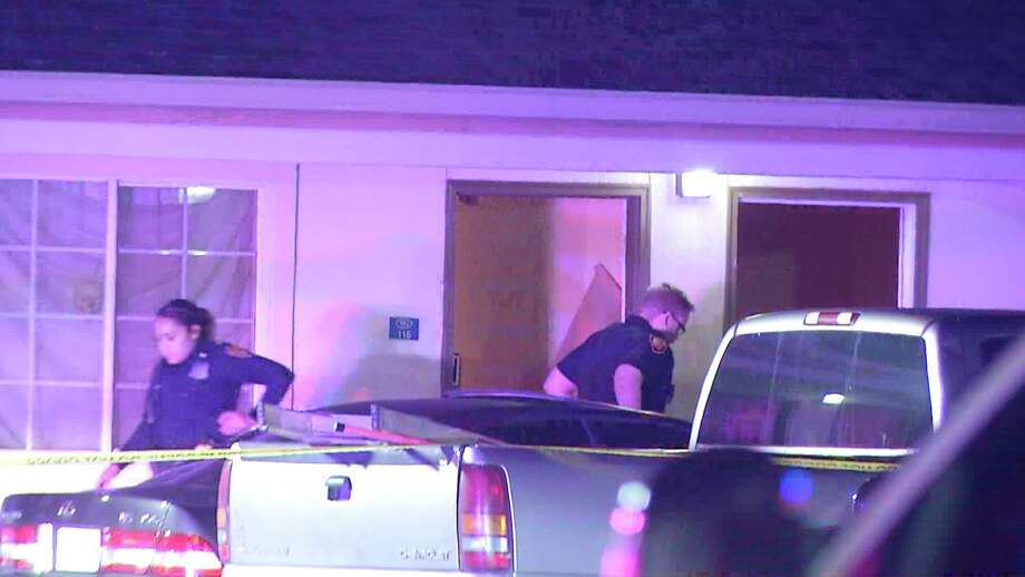 San Antonio police investigate a fatal cutting on the Northeast Side. Photo: Ken Branca