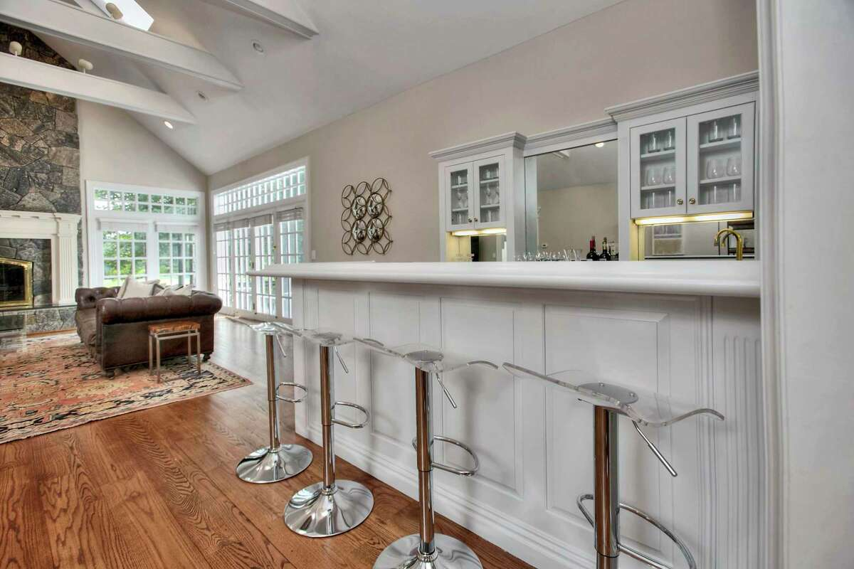 In the family room there is a large bar.