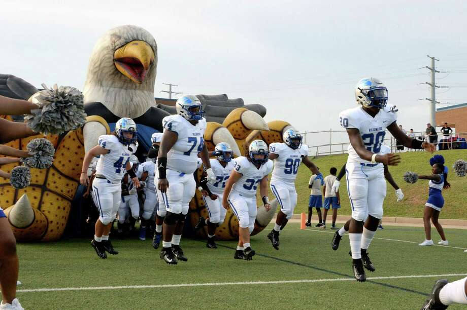 The Willowridge Eagles take the field earlier this season. The Eagles have clinched a playoff spot for the third time in four seasons. Photo: Craig Moseley, Houston Chronicle / Staff Photographer / ©2019 Houston Chronicle