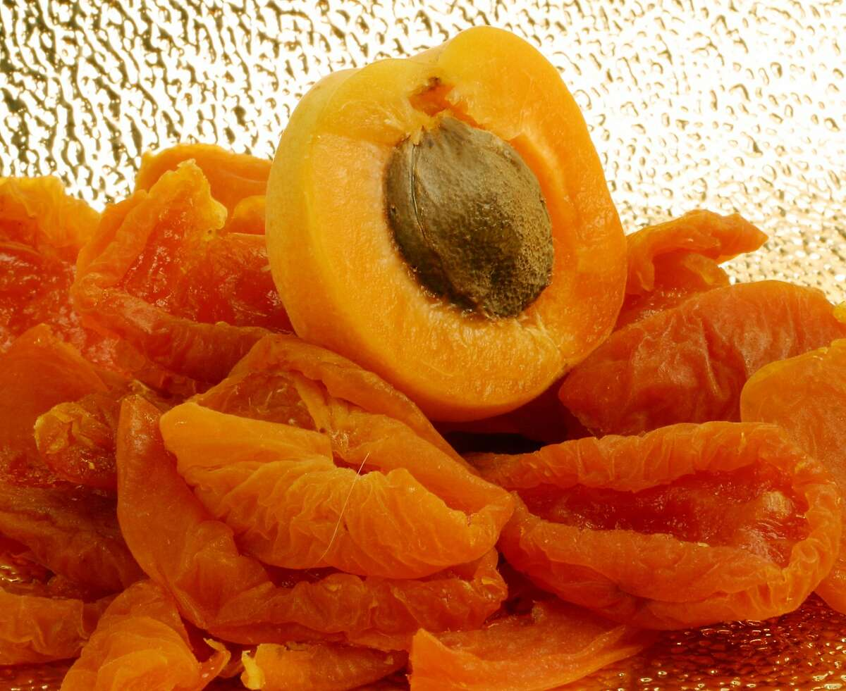 KRT FOOD STORY SLUGGED: APRICOTS KRT PHOTOGRAPH BY JOSIE LEPE/SAN JOSE MERCURY NEWS (August 11) Because of its delicacy and short season, the Blenheim apricot is familiar to most people in its dried form. (mvw) 2003