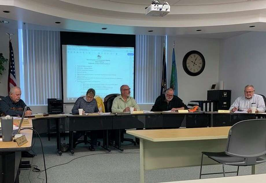 Lake County commissioners discuss budget issues in light of a request for additional staffing for the lake County Trial Court. The board approved the new position stating it was an essential service and in need of additional staff. (Star photo/Cathie Crew)