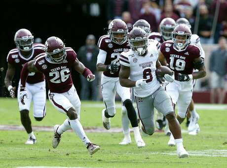 COLLEGE STATION, TEXAS - OCTOBER 26: Kylin Hill #8 of the Mississippi State Bulldogs breaks loose for a big run as Anthony Hines III #19 of the Texas A&M Aggies and Demani Richardson #26 pursue at Kyle Field on October 26, 2019 in College Station, Texas. (Photo by Bob Levey/Getty Images)