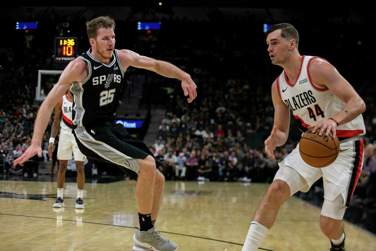San Antonio Spurs player Jakob Poeltl had somewhat of an embarrassing moment Monday during a road game against the Los Angeles Clippers when he attempted to enter the game without his jersey.