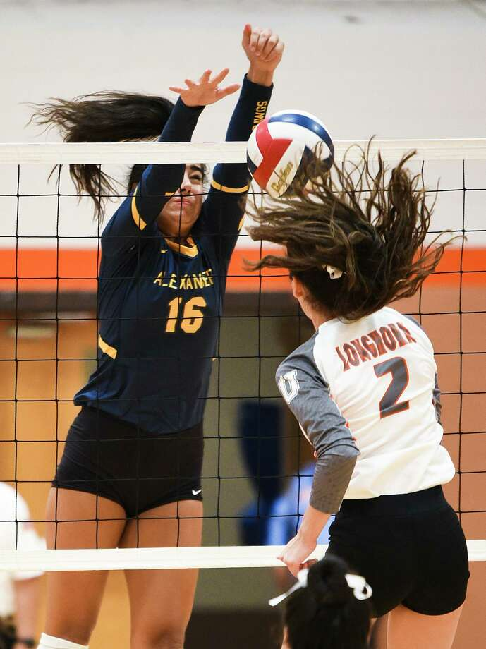 Arin Vallone and Alexander host Destiny Chavera and United at 7 p.m. Tuesday with the District 29-6A title on the line. Photo: Danny Zaragoza /Laredo Morning Times File / Laredo Morning Times