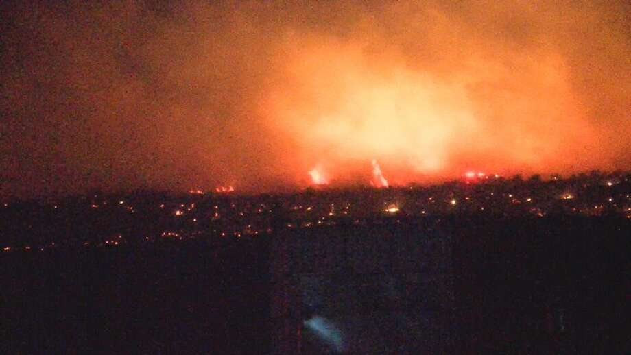 Fire burns in Benton County (Photo courtesy: KEPR-TV) Photo: Courtesy KOMO