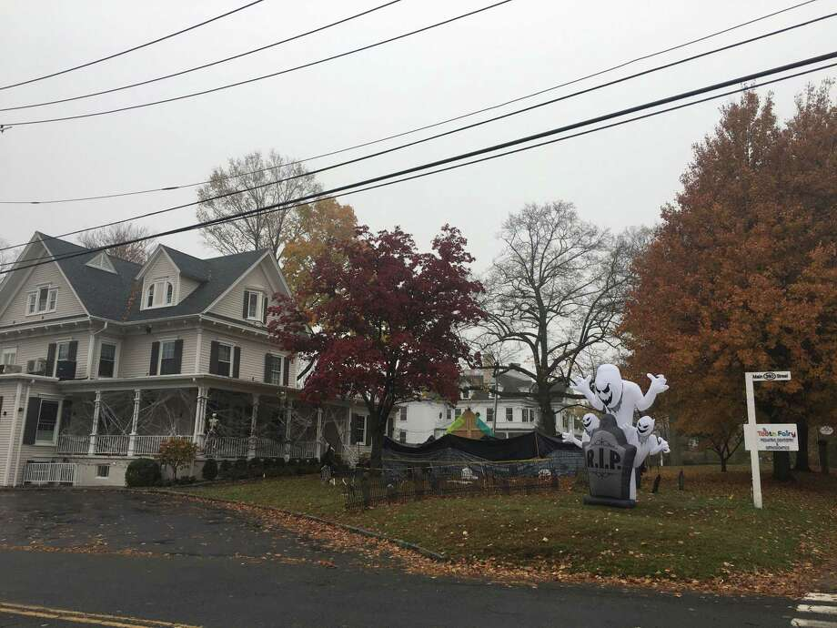 The Tooth Fairy at the corner of Main Street and Governor Street will host a Halloween maze rebuilding party on Wednesday, Oct. 30. Photo: Stephen Coulter / Hearst Connecticut Media