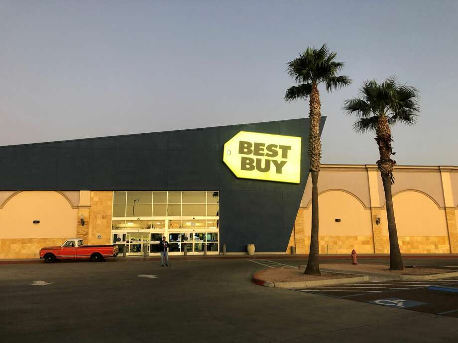 The north Laredo Best Buy, 2455 Monarch Dr., will close permanently on Sunday, Nov. 3. Photo: Julia Wallace/Laredo Morning Times