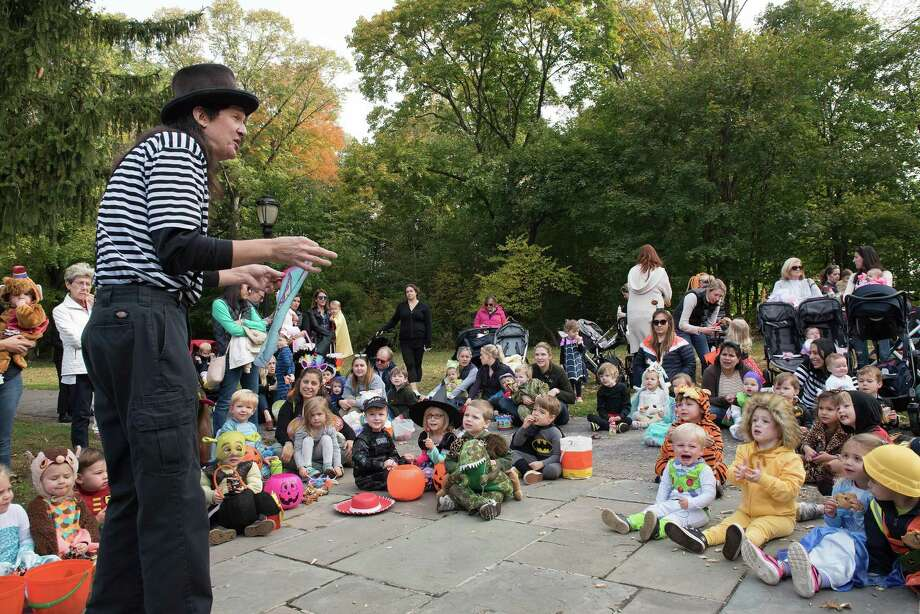 Children enjoyed the magic of The Amazing Andy at the Darien Community Association's 24th annual Mom's Morning in Halloween parade on Friday, Oct. 26, 2019 in Darien, Conn. Parade-goers visited local merchants from the Post Corner Pizza to Tilley Pond. Photo: Bryan Haeffele // Bryanhaeffele.com / Hearst Connecticut Media / BryanHaeffele