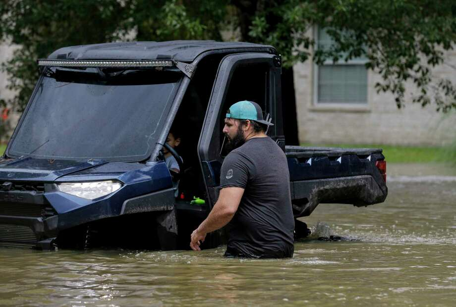 Residents in the Lochshire neighborhood exited their flooded homes Friday, Sept. 20, 2019, in Huffman, Texas. The Luce Bayou overflowed due to the heavy rain during Tropical Storm Imelda. Photo: Godofredo A. Vásquez, Houston Chronicle / Staff Photographer / © 2019 Houston Chronicle