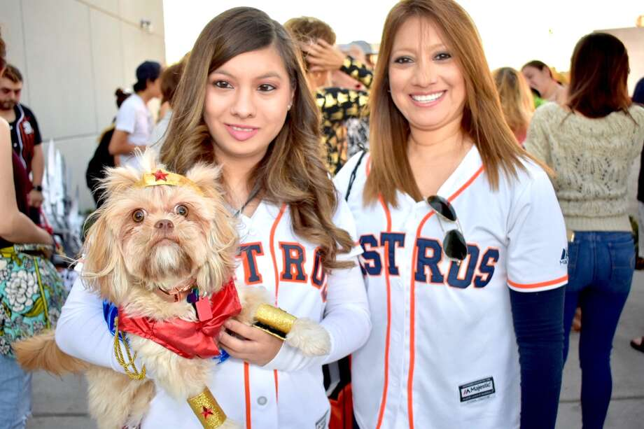 Laredo's furry friends got a chance to don their Halloween attire as Golondrina Food Park hosted a Howl-o-ween pet costume contest Sunday. Photo: Diana Garro/Laredo Morning Times