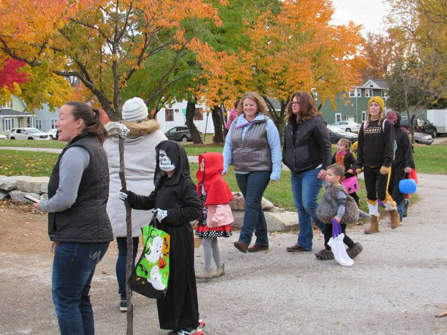 Families and local organizations get a head start on Halloween at Midtown Midland's Fall Fest & Trunk or Treat on Tuesday, Oct. 29. Photo: Victoria Ritter/vritter@mdn.net