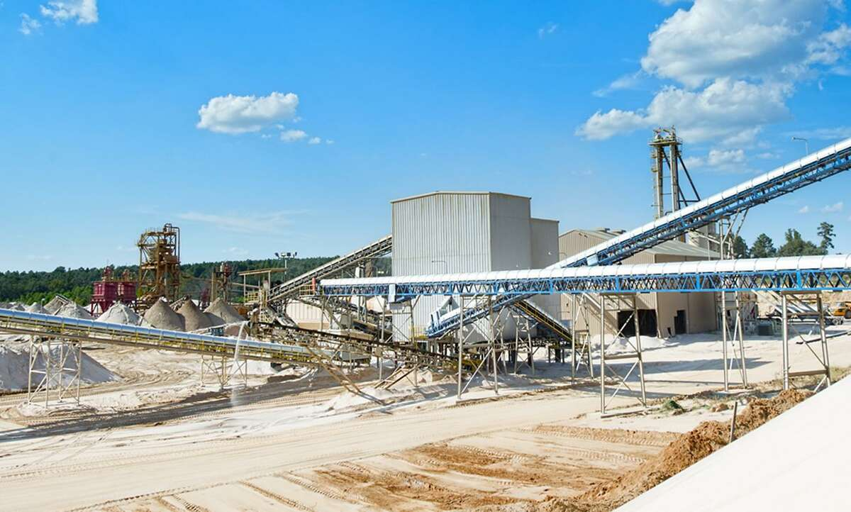 Katy frac sand company U.S. Silica owns and operates a plant in Tyler, Texas. The plant produces 40/70 Mesh and 100 Mesh sand, utilizing 12 storage silos with over 10,000 tons of capacity and five lanes for truck loading operations.