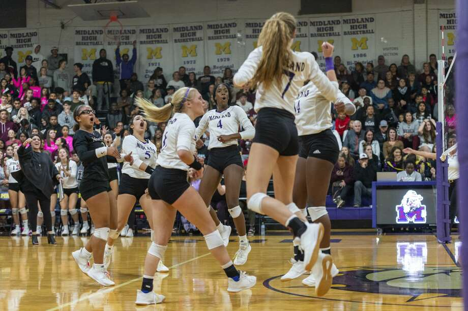 Midland High celebrates a point against Lee on Tuesday, Oct. 29, 2019 at Midland High School. Photo: Jacy Lewis/Reporter-Telegram