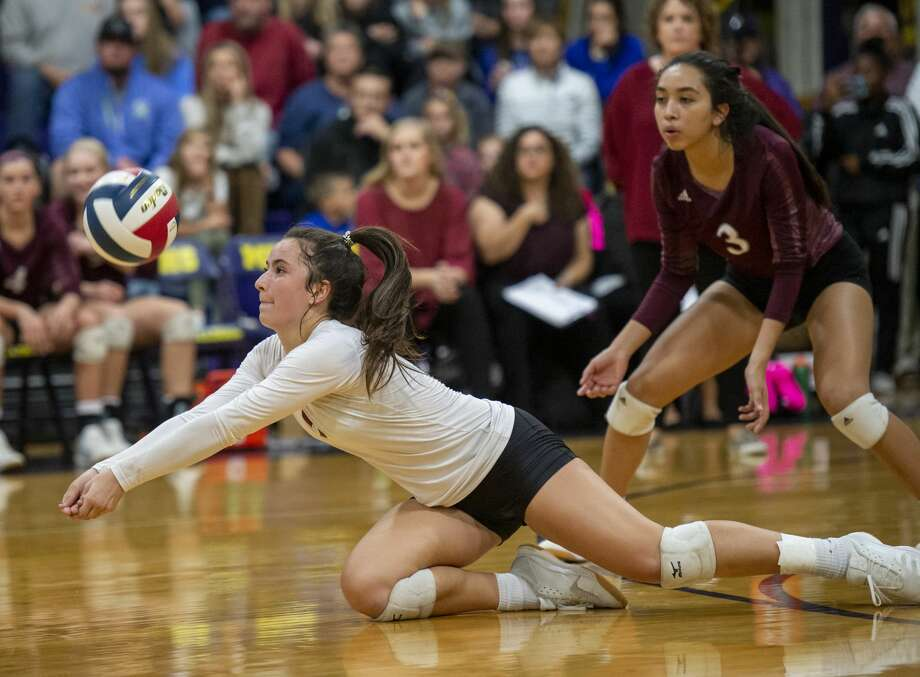 Lee's Sydney Leavitt digs the ball Tuesday, Oct. 29, 2019 at Midland High School. Photo: Jacy Lewis/Reporter-Telegram