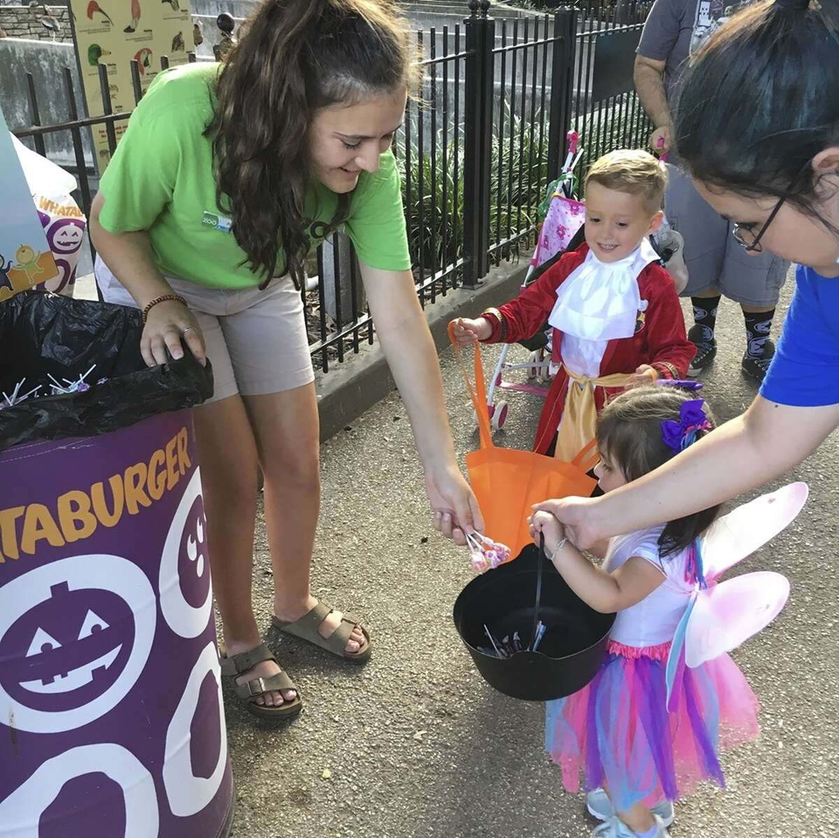 The San Antonio Zoo is offering families anopportunity to have some safe fun this Halloween, featuring four hours of trick-or-treating and a hay maze at its decked out non-spooky event.