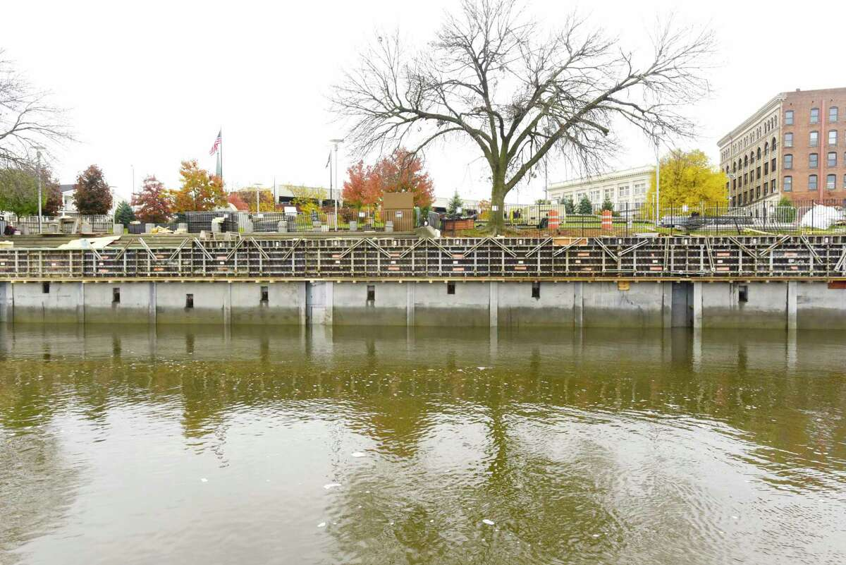 Work continues on the repair of the seawall in the Hudson River on Wednesday, Oct. 30, 2019, in Troy, N.Y. (Paul Buckowski/Times Union)