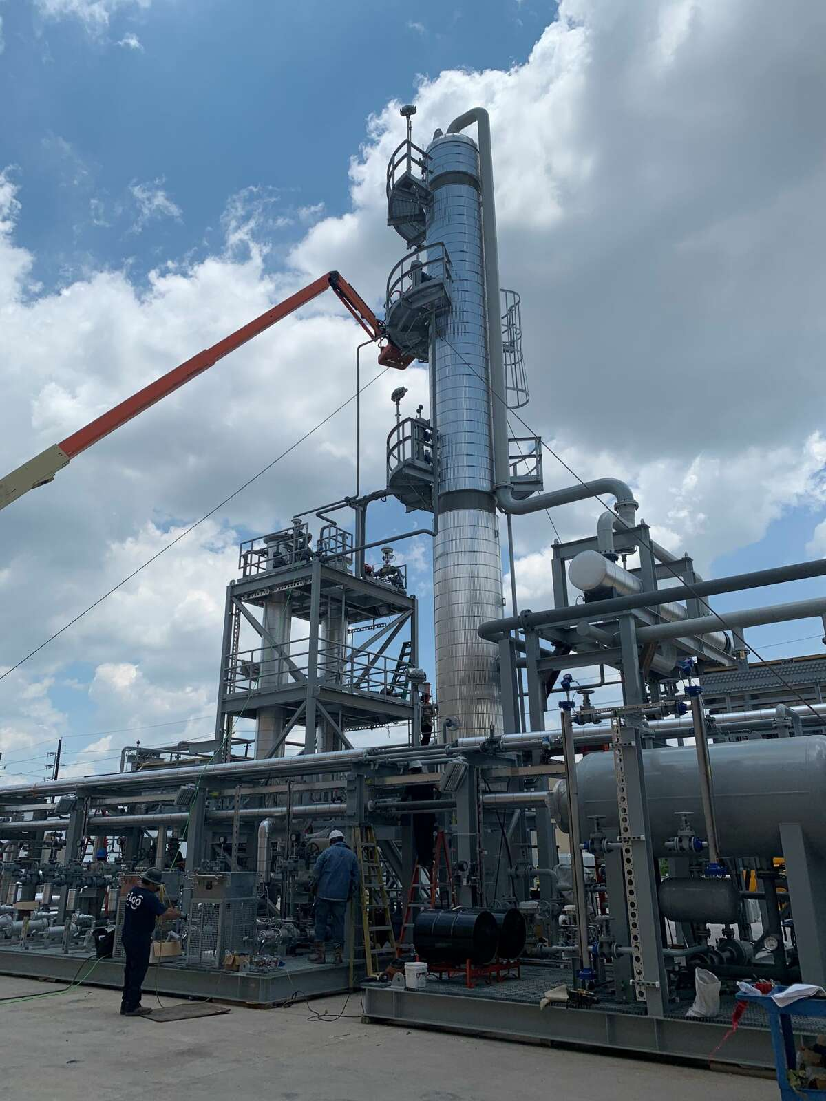 MMEX Resources selected VFuels to oversee the engineering, design and construction of its initial distillation unit, which will feature a 10,000 barrel a day crude distillation tower with a stack that is a little broader and higher than this 5,000 barrel per day tower seen at VFuels.