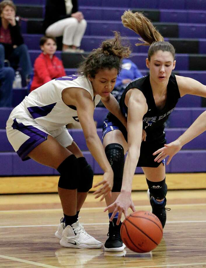 Willis' Jasmine Kelly and New Caney's Tori Garza scramble for a loose ball during the first half of their game Tuesday, Nov. 27, 2018, in Willis, TX. Photo: Michael Wyke, Houston Chronicle / Contributor / © 2018 Houston Chronicle