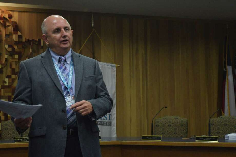 Larry Whitehead discusses the process of developing rezoning plans during the first public committee meeting about the future rezoning of Klein ISD on Oct. 30. Photo: Chevall Pryce