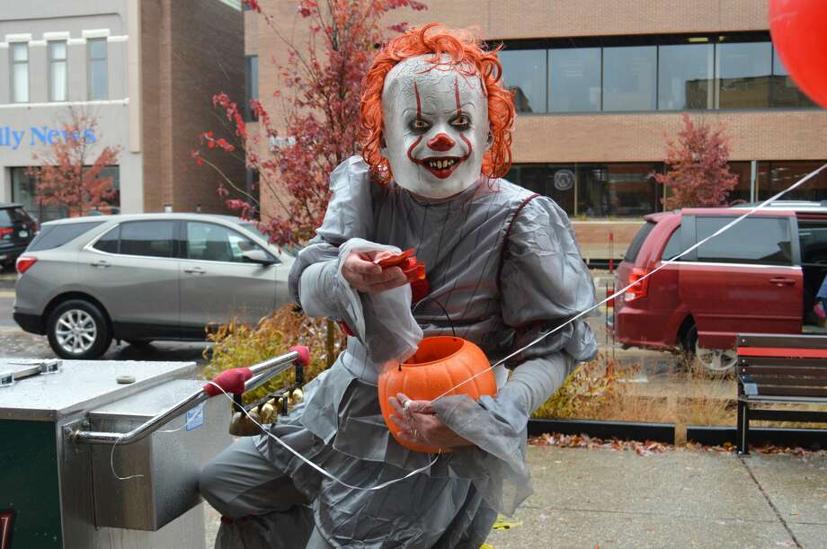 """Pennywise"" paid downtown Midland a visit for Halloween today, handing out candy to unsuspecting victims and suspiciously riding a Great Lakes Loon cart. (Ashley Schafer/Ashley.Schafer@hearstnp.com) Photo: Ashley Schafer"