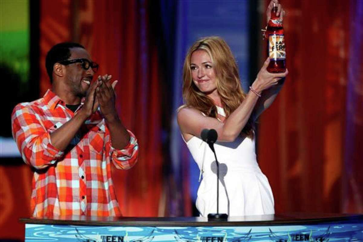 tWitch and Cat Deeley present the award for Choice Single of the Year at the Teen Choice Awards on Sunday, Aug. 8, 2010 in Universal City, Calif. (AP Photo/Matt Sayles)