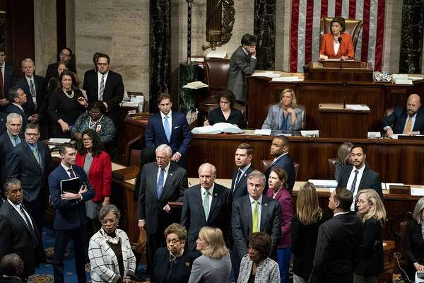 House members crowd the floor amid a vote to advance the impeachment inquiry on Thursday, Oct 31, 2019. MUST CREDIT: Washington Post photo by Melina Mara.