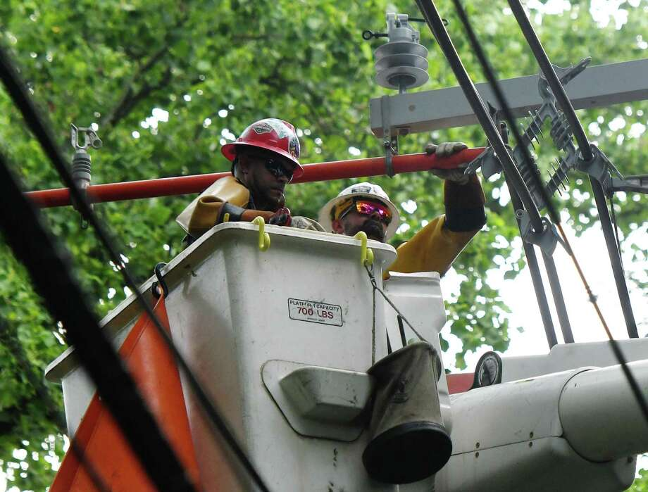 Eversource crews are gearing up to repair power lines from today's storm. As of 3 p.m., there were 320 power outages reported in Wilton. Photo: Tyler Sizemore / Hearst Connecticut Media / Greenwich Time