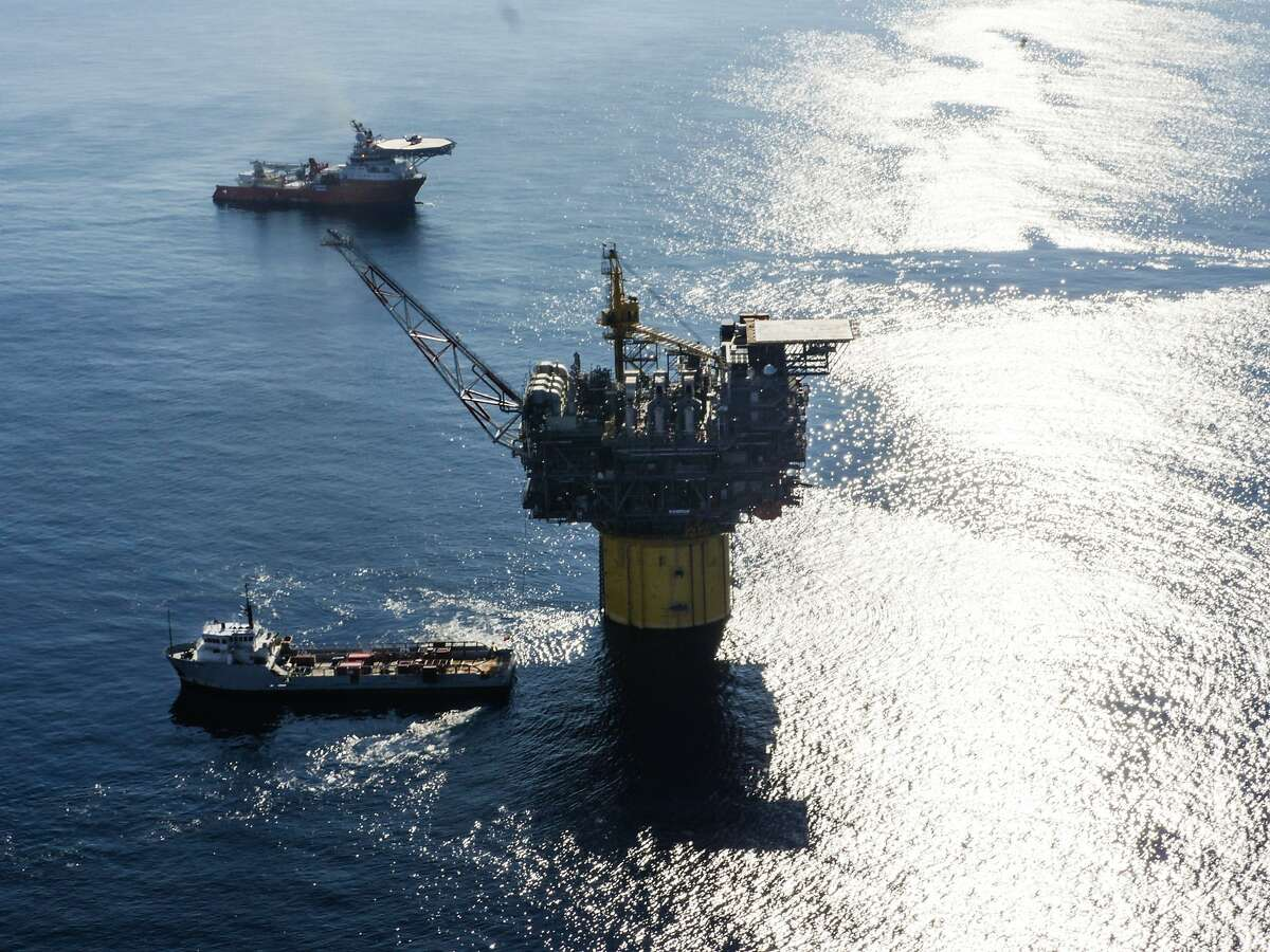 Chevron Corp. and Hess Corp. are requiring employees who work on platforms in the Gulf of Mexico to get a COVID-19 vaccine amid surging caseloads across the southern U.S.