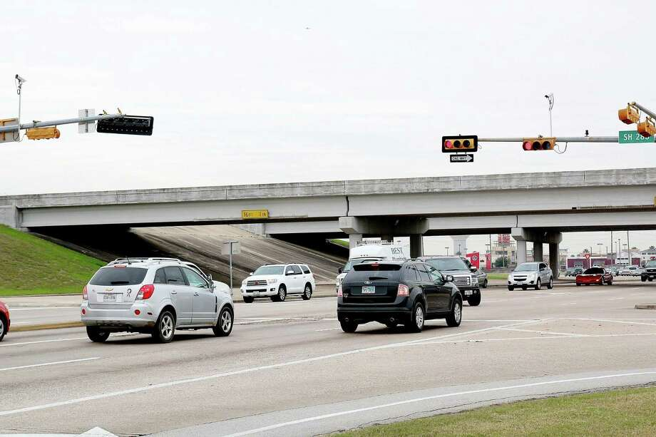 Residents input is invited regarding the Brazoria County Thoroughfare Plan, a tool being developed by the Houston-Galveston Area Council to map out future transportation corridors in the fast-growing county. A meeting on the plan is scheduled from 6-8 p.m. Tuesday, Nov. 14 at the Nolan Ryan Center on Texas 35 at Childress in Alvin, and another will be from 6-8 p.m. Nov. 12 in Lake Jackson at the Lake Jackson Civic Center, 333 Texas 332. Photo: Pin Lim, Freelance / For The Chronicle / Copyright Pin Lim, 2015.