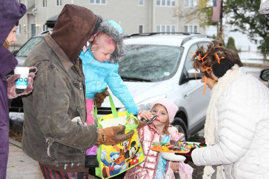Trick or treaters get candy at Frankfort's trunk or treat. Photo: (Photo/Colin Merry)