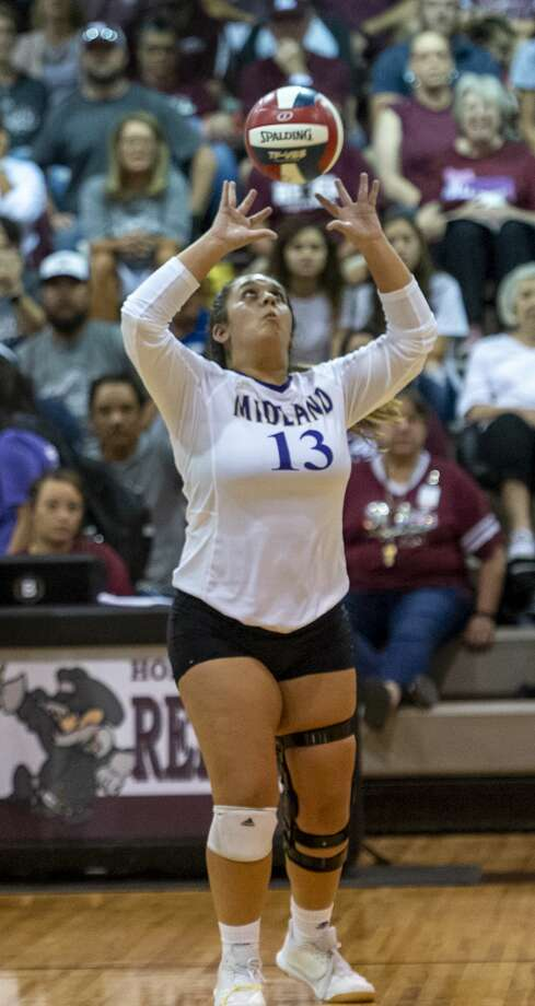 Midland High's Sarah Mata (13) sets the ball Oct. 4, 2019 at Lee High School. Photo: Jacy Lewis/Reporter-Telegram