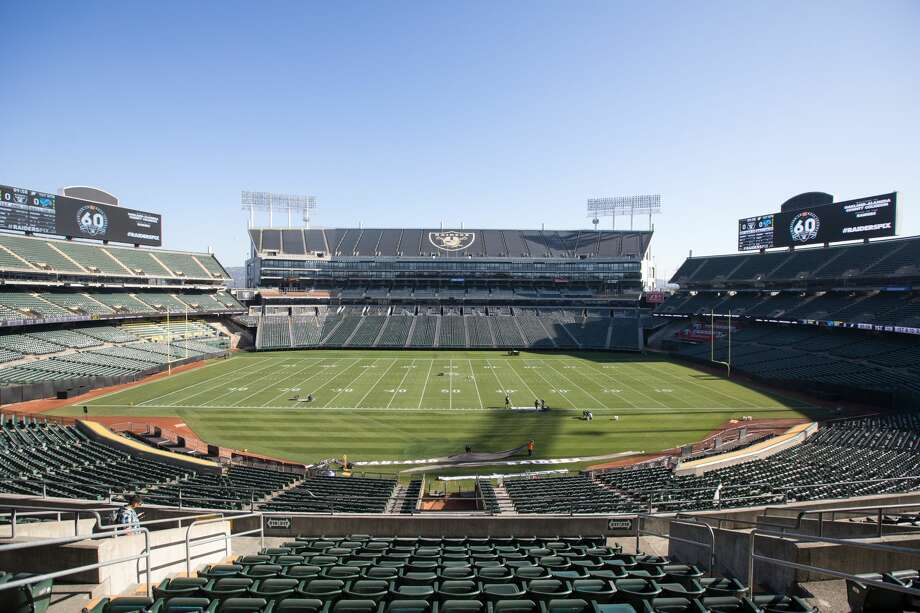 FILE - A group of business owners are seeking to bring bring an NFL franchise back to Oakland at the site of the Oakland-Alameda County Coliseum. Photo: Douglas Zimmerman/SFGate