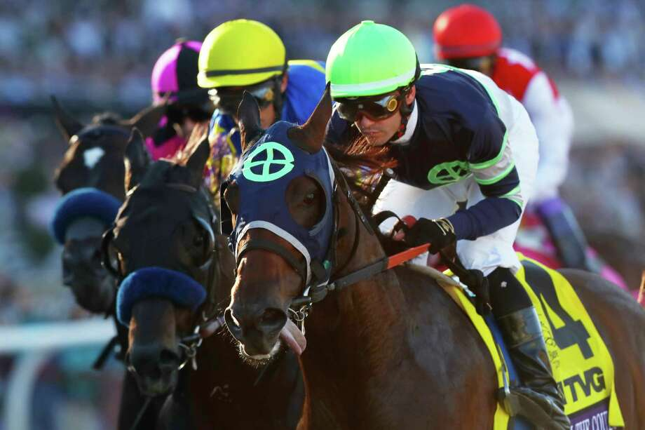 ARCADIA, CALIFORNIA - NOVEMBER 01: Flavien Prat aboard Storm the Court (R) competes with Ricardo Santana Jr aboard Shoplifted (L) during the TVG Juvenile at Santa Anita Park on November 01, 2019 in Arcadia, California. Photo: Joe Scarnici, Getty / 2019 Getty Images