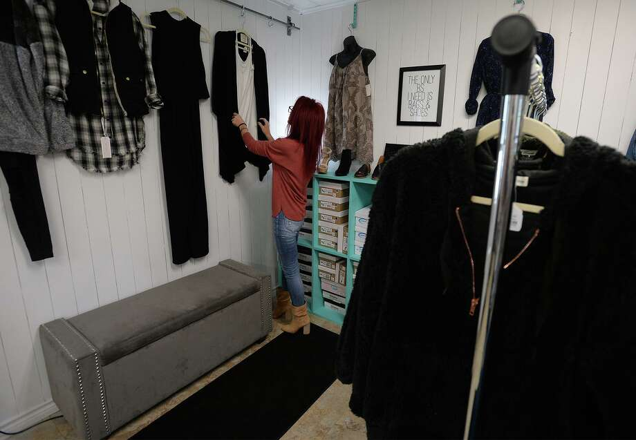 Shannon McDaniels hangs clothes at her Lumberton store Lola's Boutique on Thursday. Photo taken Wednesday, 10/30/19 Photo: Guiseppe Barranco/The Enterprise, Photo Editor / Guiseppe Barranco ©