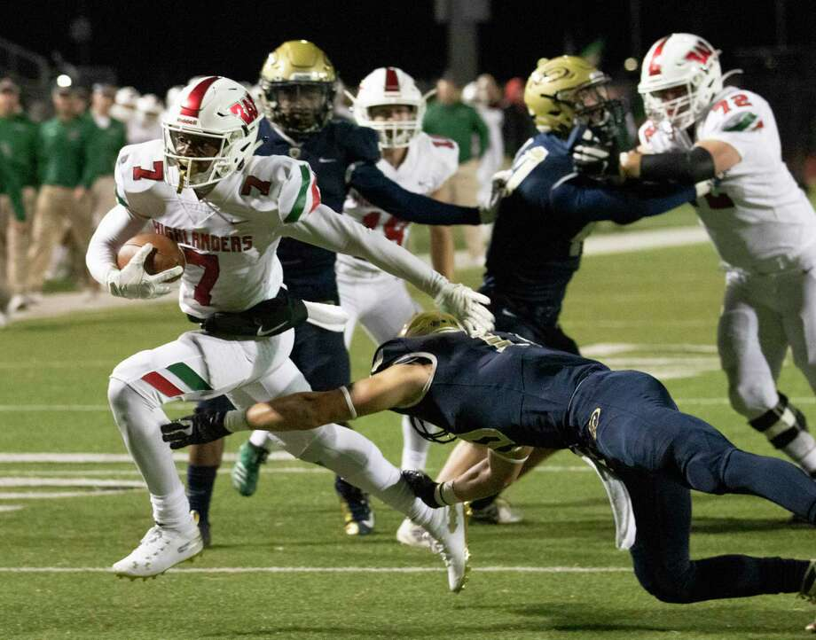 The Woodlands wide receiver Teddy Knox (7) shakes off Klein Collins linebacker Jacob Allison (10) to score during a District 15-6A high school football game Friday, November 1, 2019 at Klein Memorial Stadium in Spring. Photo: Cody Bahn, Houston Chronicle / Staff Photographer / © 2019 Houston Chronicle