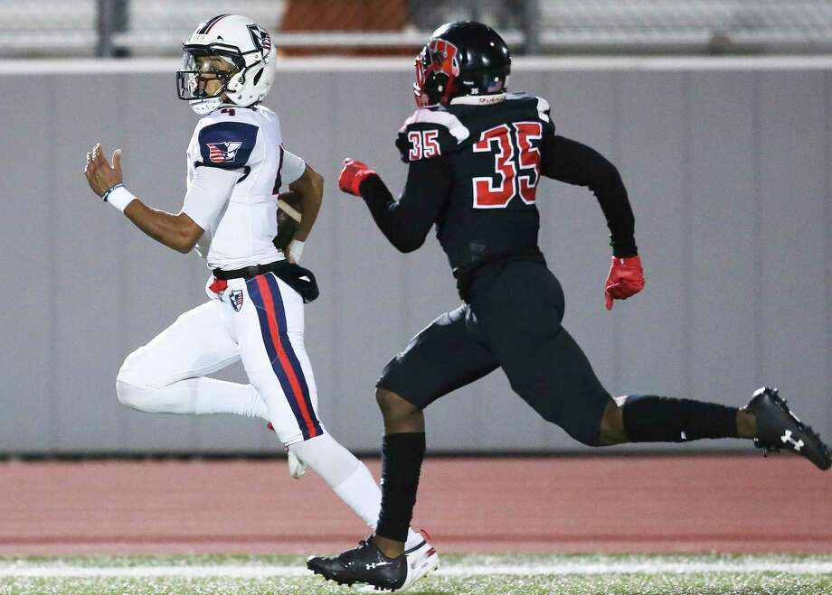 Patriot quarterback Kahliq Paulette sprints to a touchdown behind cornerback Amani Roberts as Wagner plays Vdterans Memorial at Rutledge Stadium on Nov.1, 2019. Photo: Tom Reel, Staff / Staff Photographer / 2019 SAN ANTONIO EXPRESS-NEWS